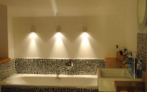Lighting a bathroom with mast lights